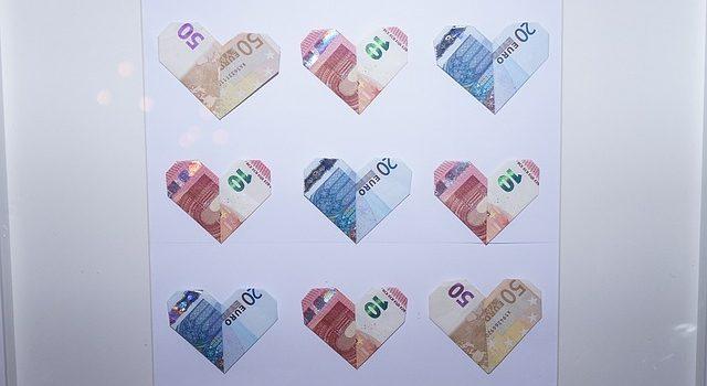 Jak darovat peníze_svatební obraz z bankovek