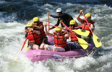 Pojištění extrémních sportů je třeba na rafting